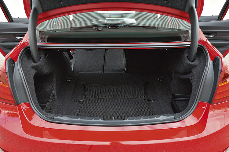 Well-organised 480-litre boot is a useful 20 litres bigger than before; optional Comfort Access lets you pop open the lid by putting your foot underneath the rear bumper.