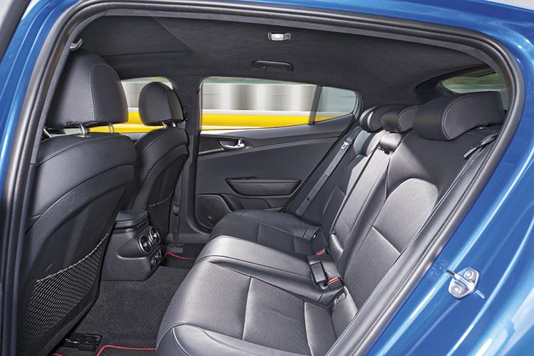 Kia Stinger GT-Line – Backseat
