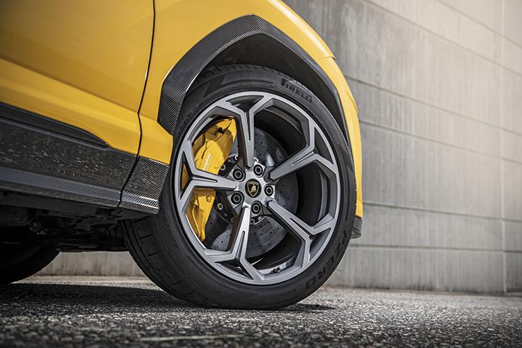 lamborghini urus carbon-ceramic brakes