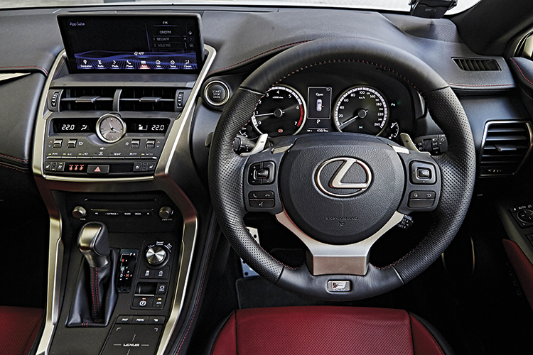 lexus nx300 cockpit