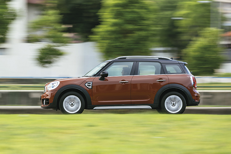 mini cooper countryman panning