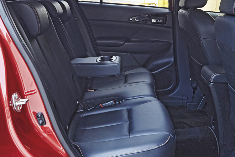 mitsubishi eclipse cross backseat