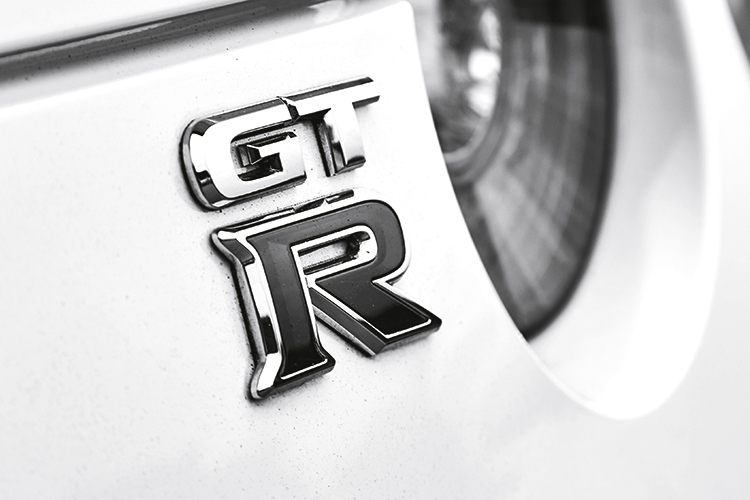nissan gt-r badge