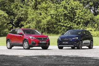 peugeot 3008 and opel grandland x front static