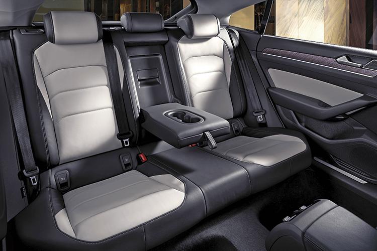volkswagen arteon backseat
