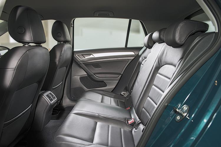 Volkswagen Golf – Backseat