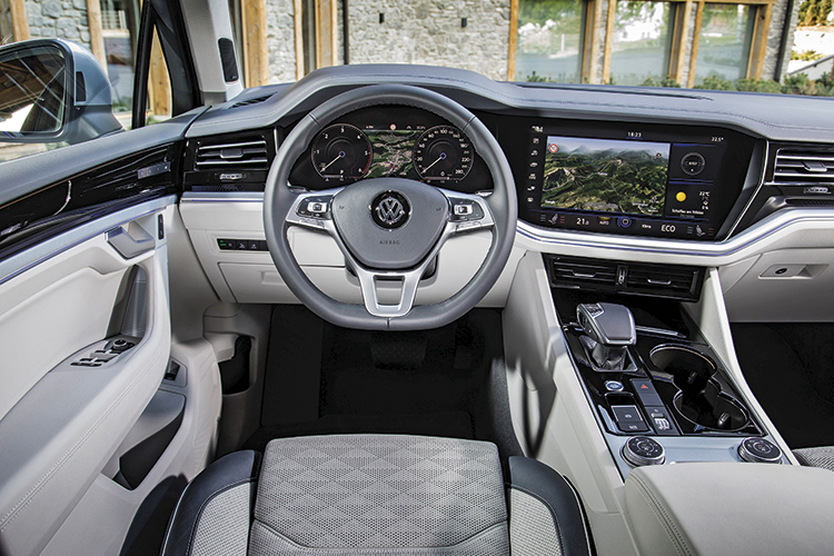 volkswagen touareg cockpit