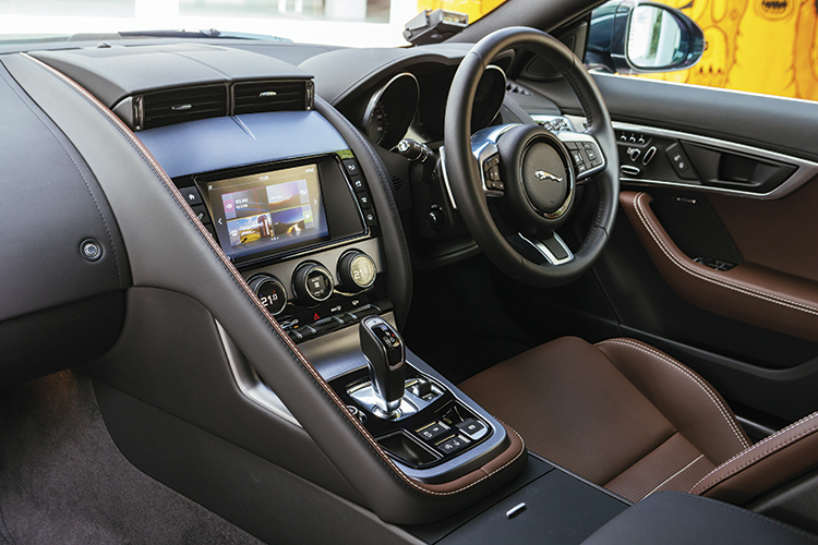 jaguar f-type cockpit