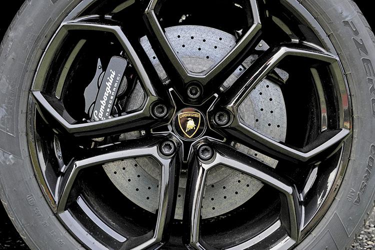 lamborghini aventador carbon-ceramic brakes
