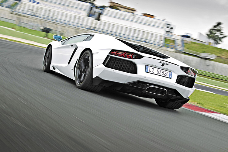 lamborghini aventador rear tracking