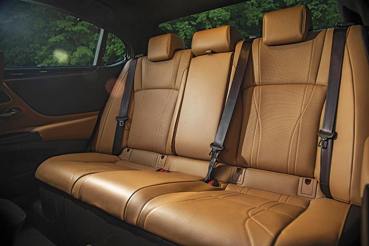 lexus es backseat