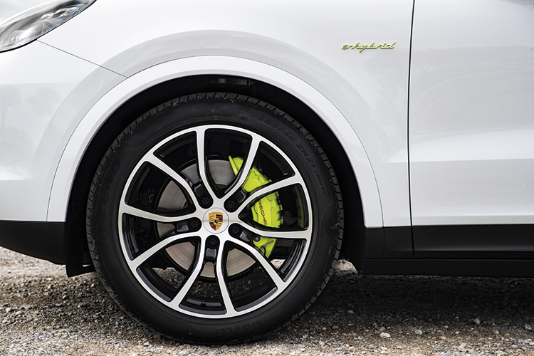 porsche cayenne e-hybrid acid green brake callipers