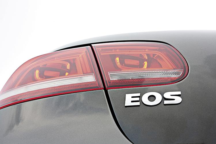 volkswagen eos badge