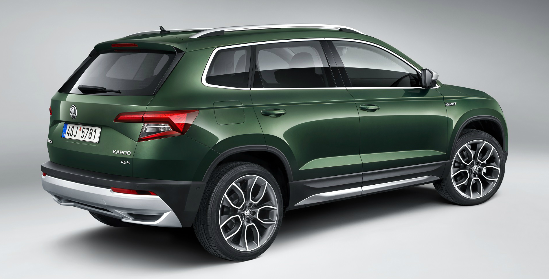 As with all Skoda Scout models, the Karoq Scout comes with four-wheel-drive as standard in addition to sporting a powerful off-road look.