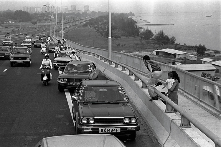 a brief history of the pan island expressway motorists stopped