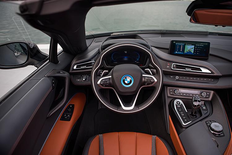 BMW i8 Roadster – Interior