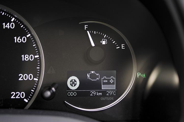 lexus ct200h gauges