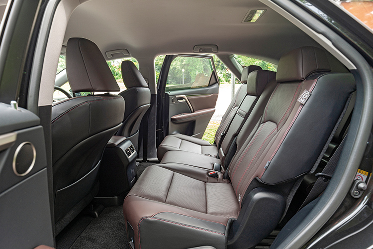 Lexus RX350L – Second Row