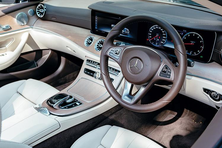 mercedes-benz e200 cabriolet cockpit