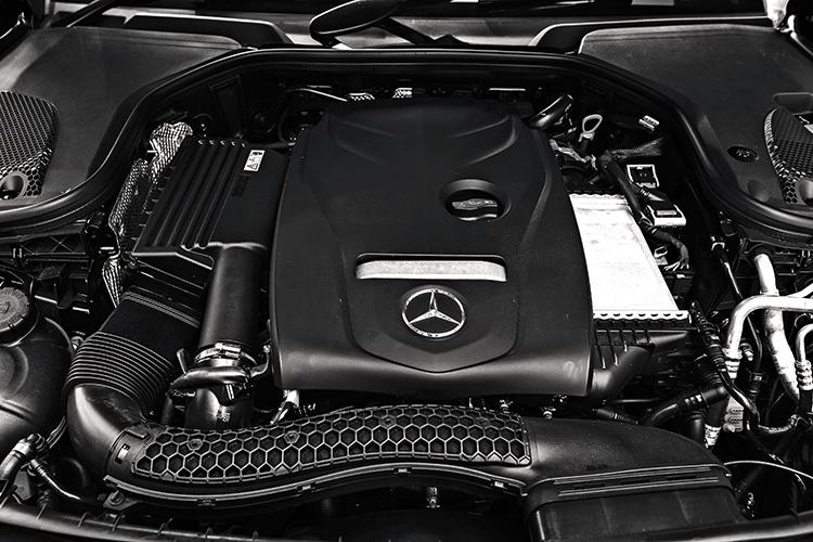 Mercedes E200 Cabriolet versus Audi's A5 Cabriolet in this