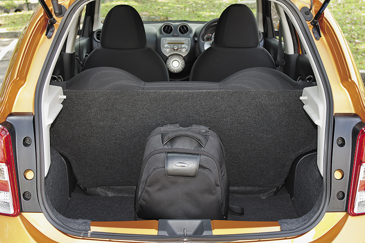 nissan march boot