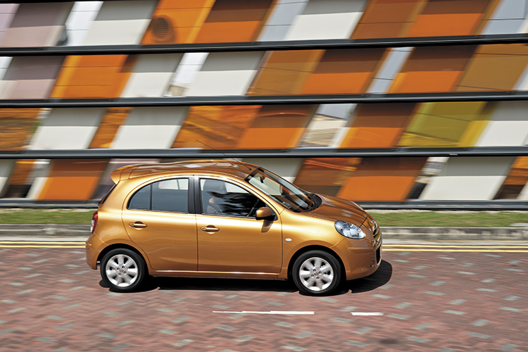 nissan march panning