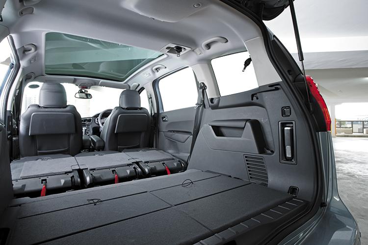 peugeot 5008 all rear seats folded