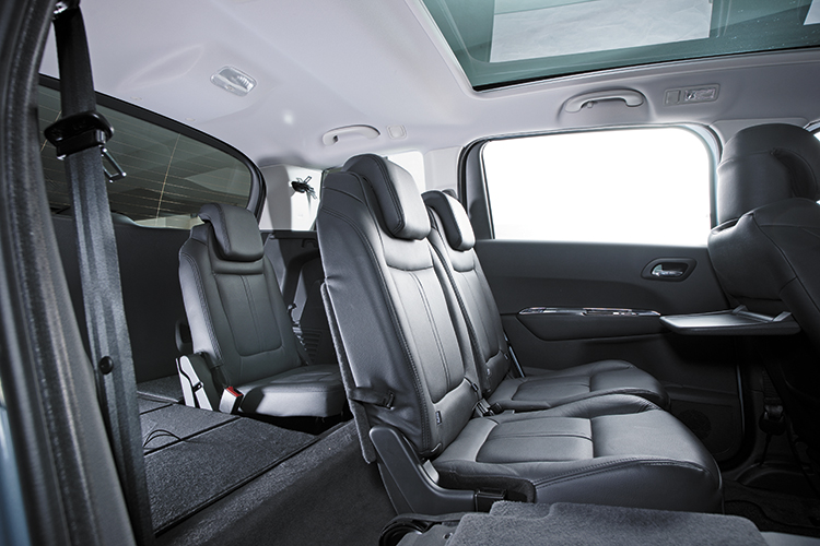peugeot 5008 second-row and third-row seats