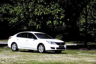 renault latitude front static