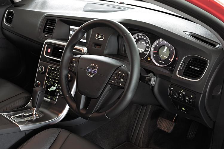 volvo v60 t4 cockpit