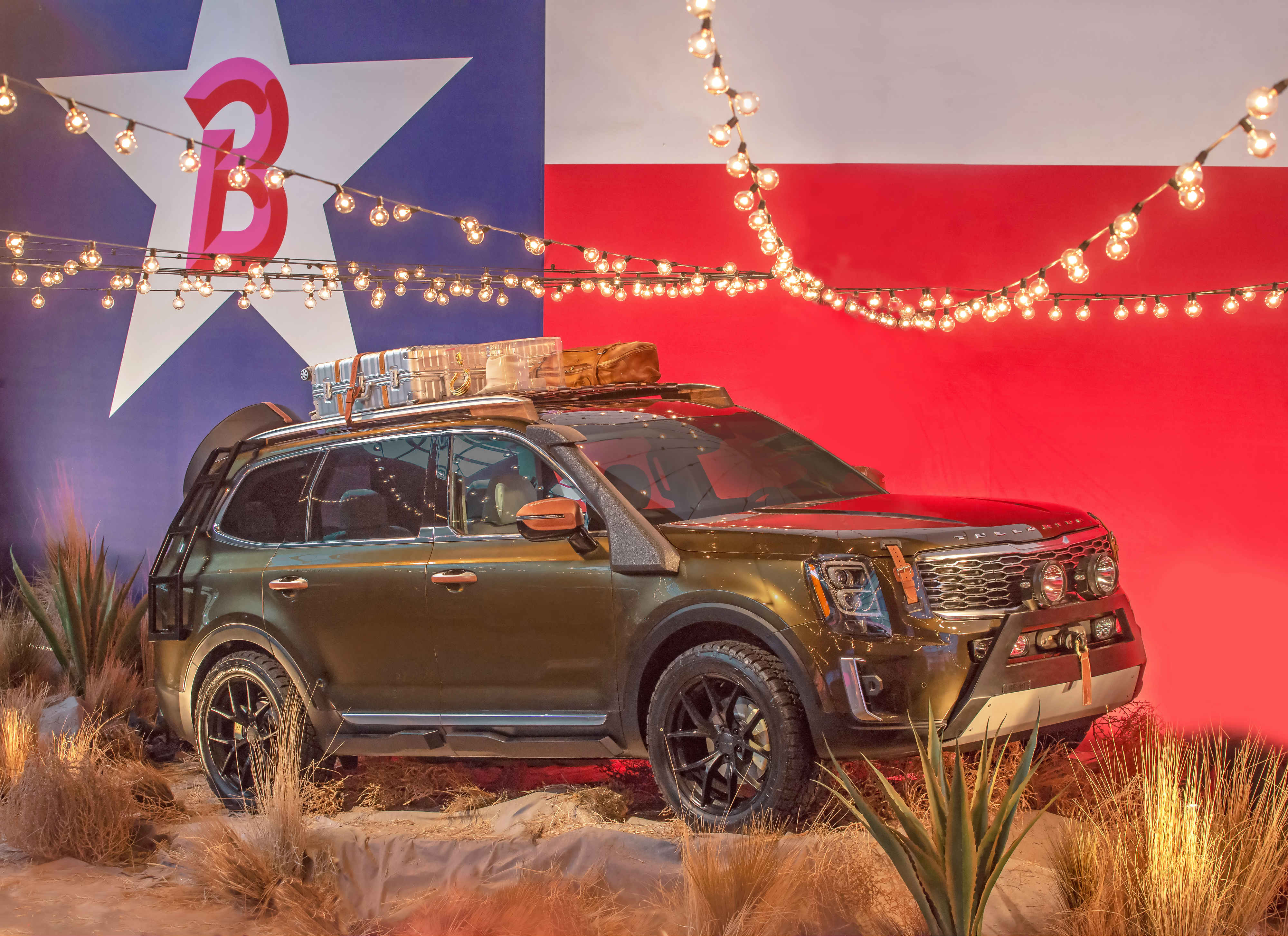 The one-of-a-kind rendition of Kia Motors' largest SUV is influenced by fashion designer Brandon Maxwell's latest Texas-inspired runway collection.