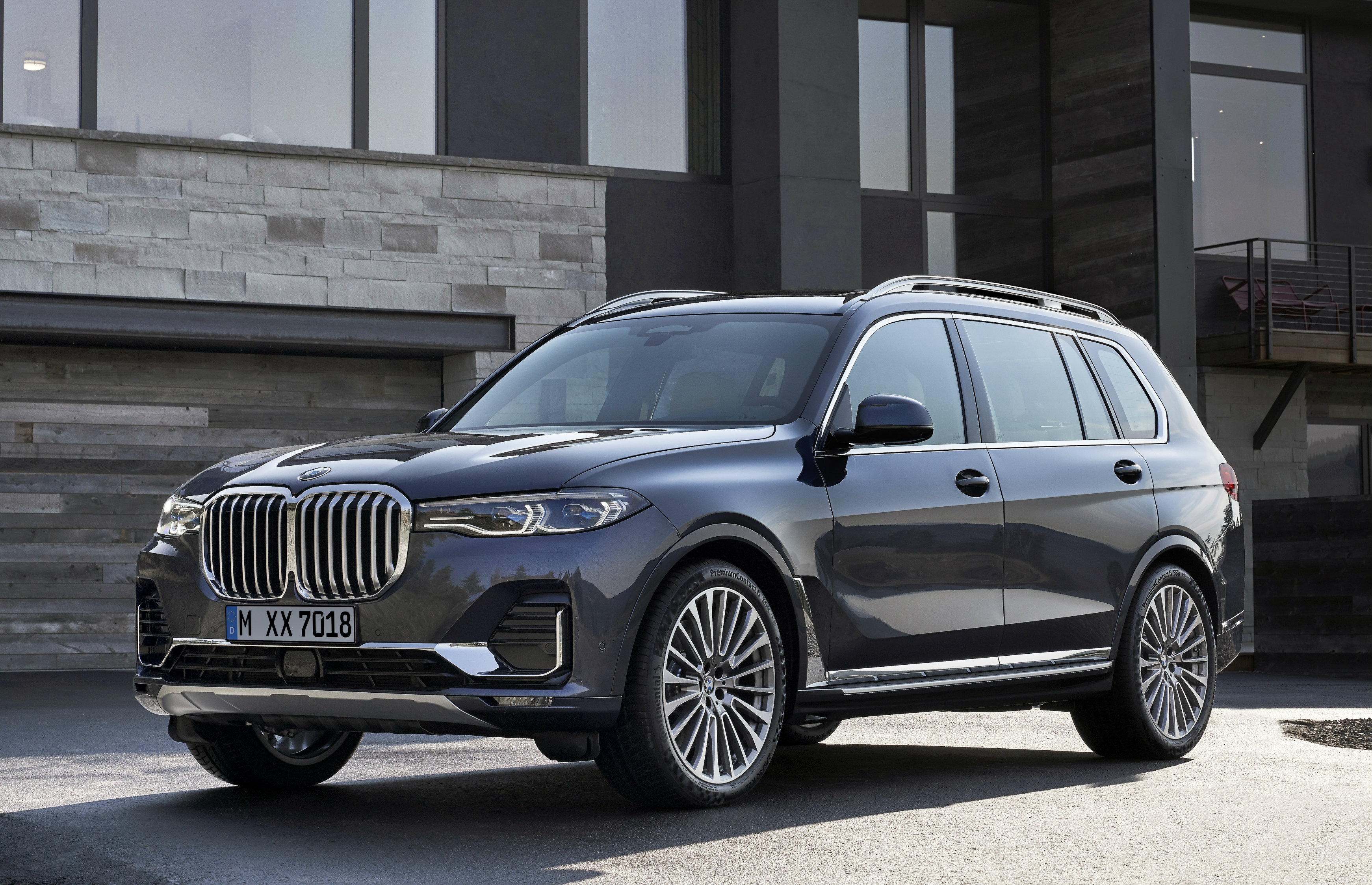 The X7 is the first BMW SUV to fuse the presence, exclusivity and spaciousness of a luxury model with the agile and versatile driving properties expected of a Sports Activity Vehicle.