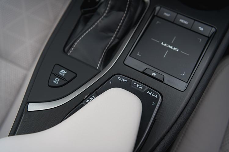 lexus ux remote touch