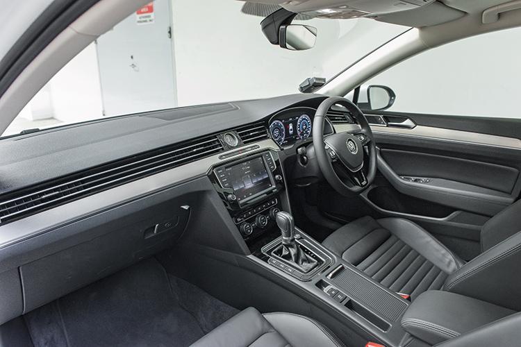 volkswagen passat cockpit