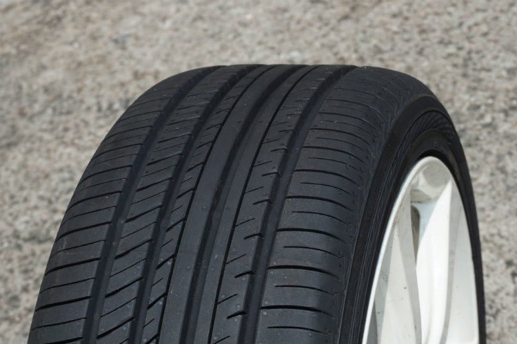 yokohama advan db v552 tyre review