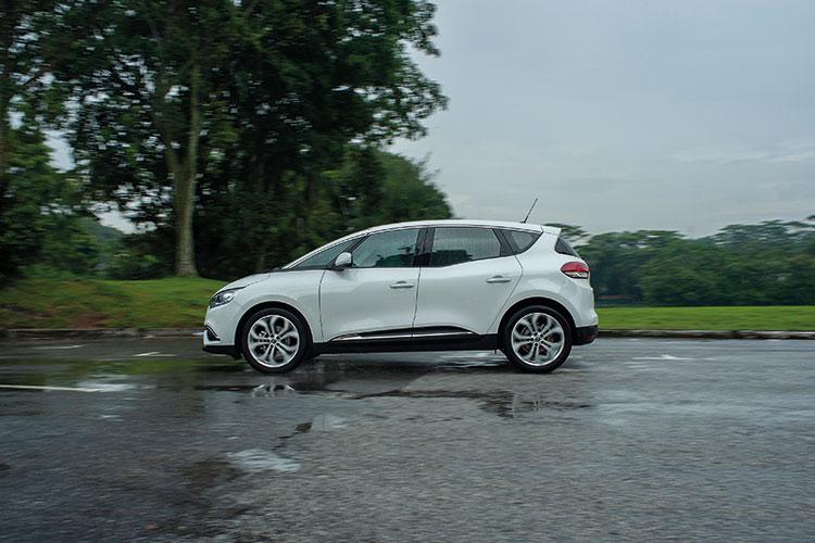 Renault Scenic – Ride & Handling
