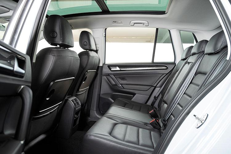 Volkswagen Golf SV – Backseat