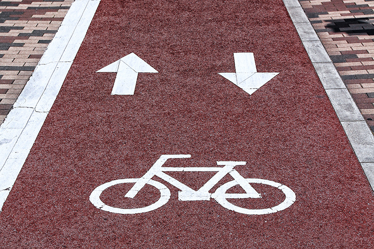 walking and cyling in singapore_cycling lane in Japan
