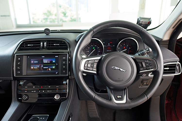 Jaguar F-Pace – Cockpit