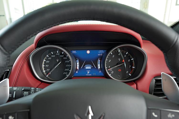 Maserati Levante S – Meters