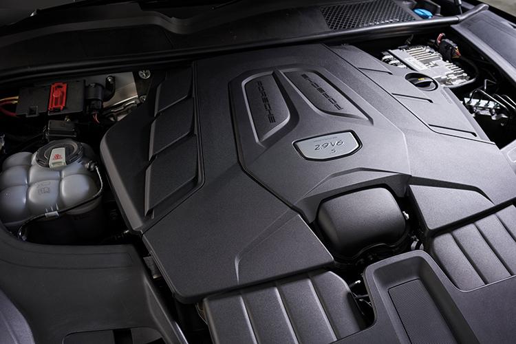 Porsche Cayenne S – Engine