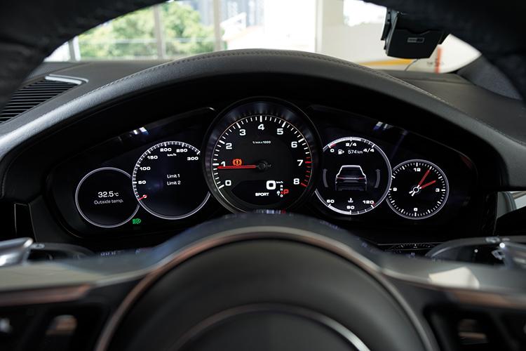 Porsche Cayenne S – Meters