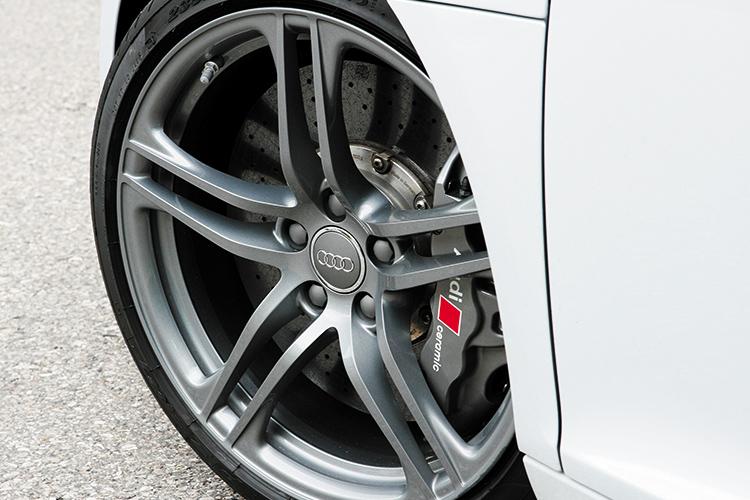 audi r8 v10 carbon-ceramic brakes