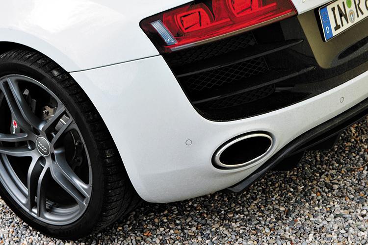 audi r8 exhaust tail-light