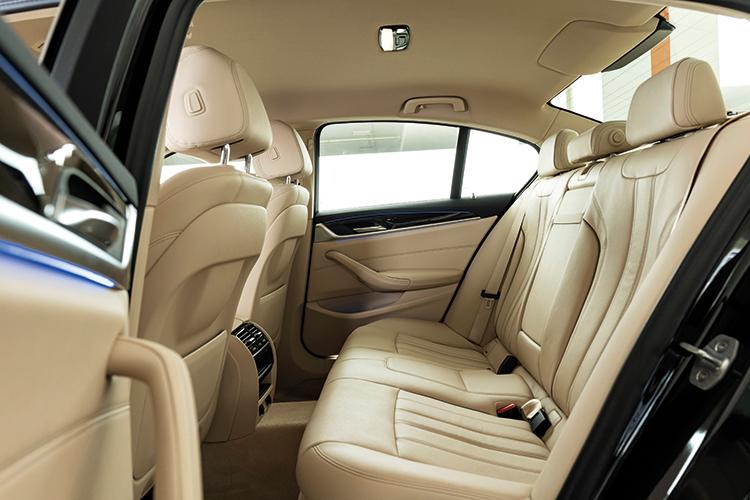 BMW 520i – Backseat