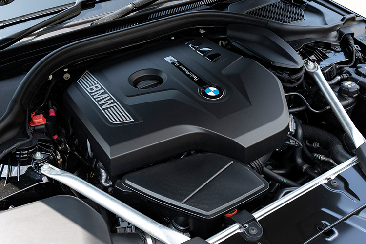 BMW 520i – Engine