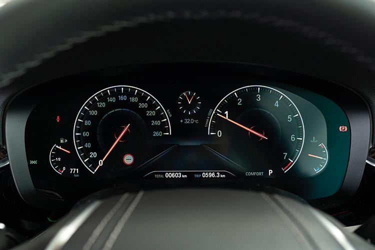 BMW 520i – Meters