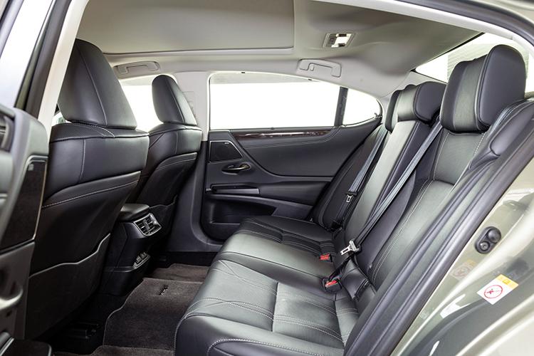 Lexus ES250 – Backseat