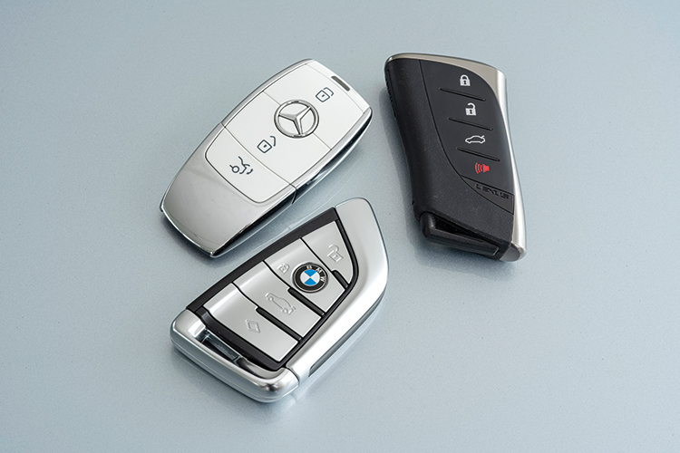 Lexus ES250, BMW 520i and Mercedes-Benz E200 – Keys