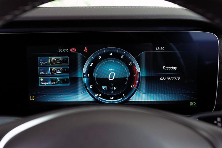 Mercedes-Benz E200 – Meters